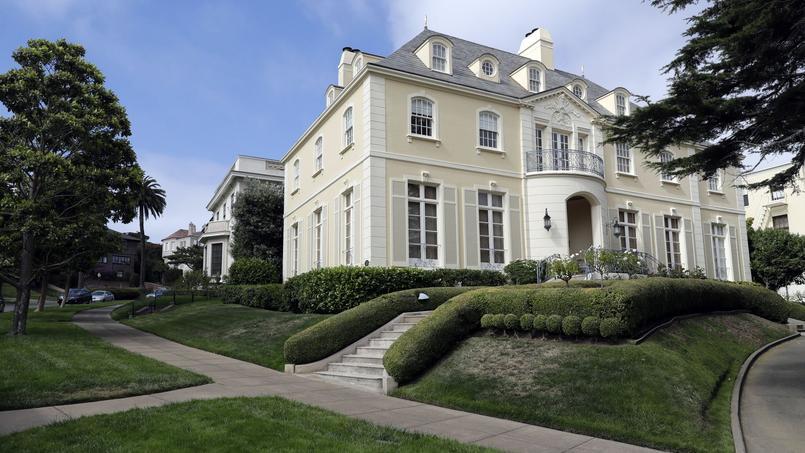 Cette rue abrite les résidences de plusieurs personnalités américaines