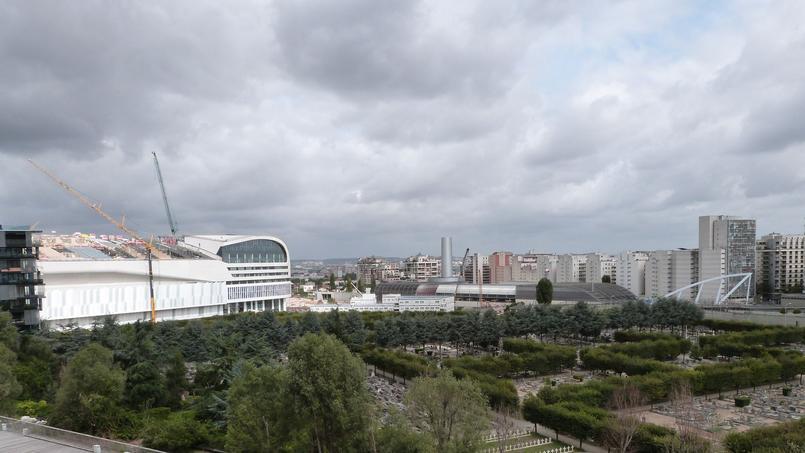Vue depuis la terrasse sur la future UArena et le cimetière de Neuilly - © Aude Bariéty