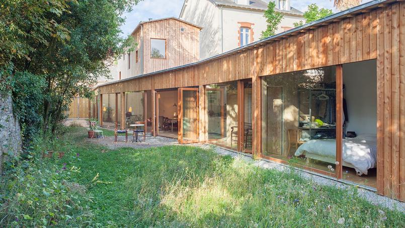 maison en algeco good certaines maisons sont mme construites au milieu de plusieurs arbres et. Black Bedroom Furniture Sets. Home Design Ideas