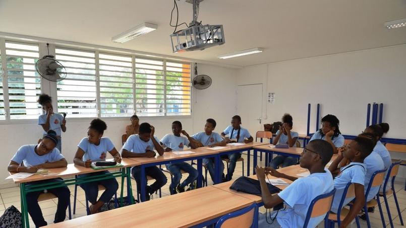 Les uniformes sont très courants Outre mer, comme ici au collège Fernand Balin en Guadeloupe. ©M.Fourage.