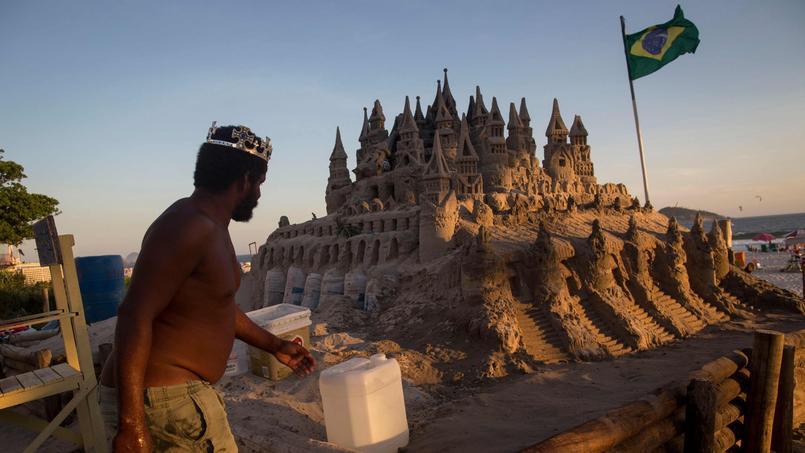 BRAZIL-ART-SAND CASTLE