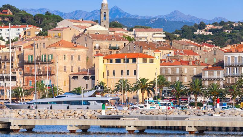 Vue du port de Propriano, au sud de la Corse.