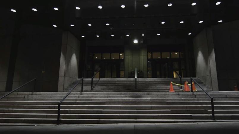 À New York, cet immense immeuble sans fenêtres intrigue et effraie