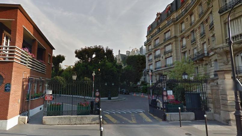 L'entrée de la villa Montmorency (par la rue Poussin).