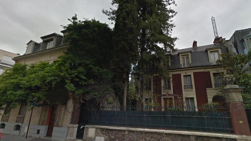 Le permis de construire va être accordé très prochainement pour remplacer ces deux maisons, autrefois propriétés du patron pharmaceutique, Jacques Servier, par un immeuble de logements sociaux.