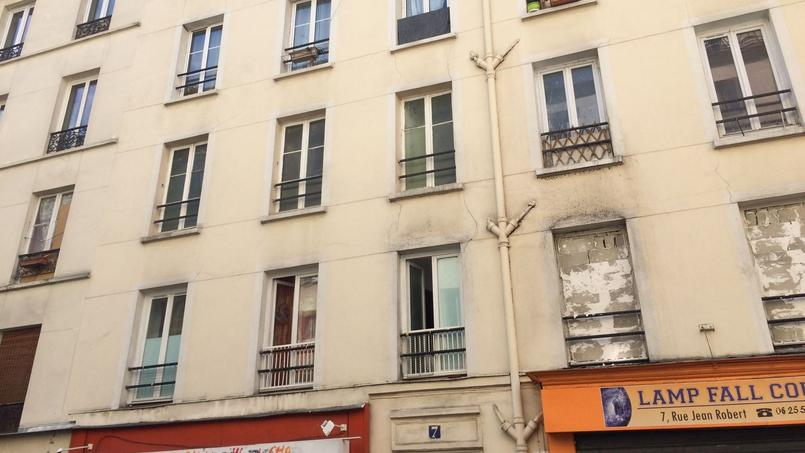 Dans cet immeuble situé rue Jean Robert (XVIIIe arrondissement de Paris), 24 logements (sur 53) sont jugés dangereux
