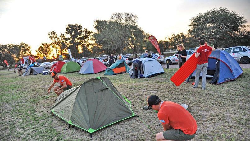 C'est à Colonia Dora, aux portes des Andes, que les 70 concurrents ont planté leur tente pour la première fois.