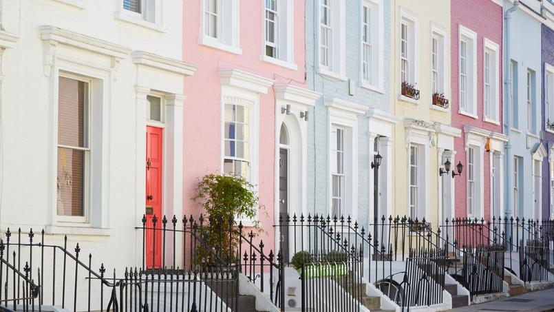 Une rangée de maisons, à Londres.