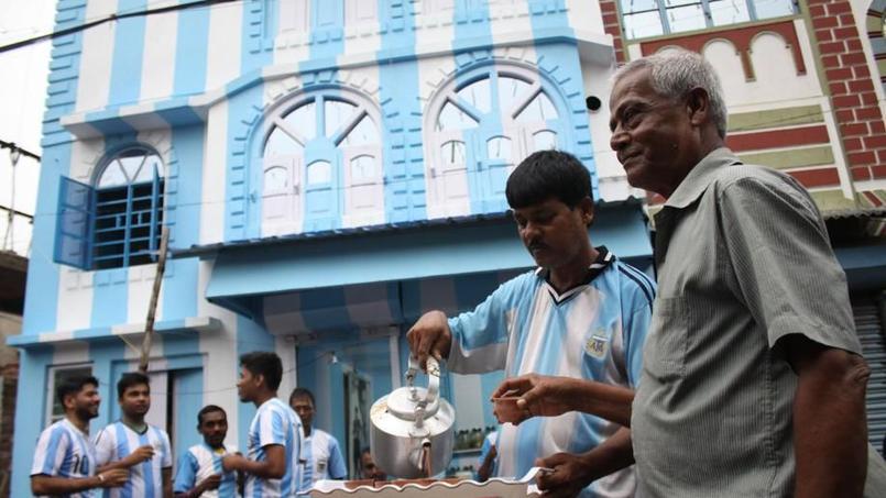 La maison de Shib Shankar Patra, repeinte aux couleurs de l'Argentine.
