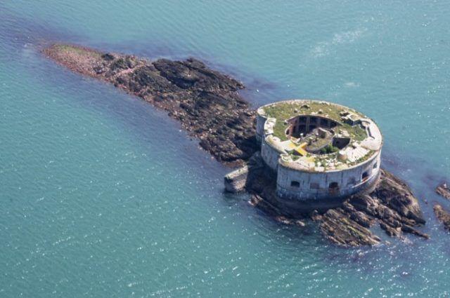L'île de Stack Rock Fort, sur la côte du Pembrokeshire.