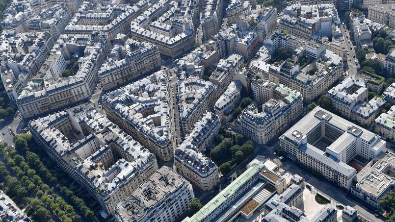 Durant la campagne présidentielle, Emmanuel Macron avait dû expliquer que cette taxe qui frapperait les propriétaires occupants n'était qu'une rumeur et n'a jamais figuré dans son programme.