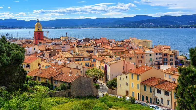 À Saint-Tropez, les prix sont restés stables cette année (mais à plus de 8500 €/m² pour les appartements et 12.700 €/m² pour les maisons...).