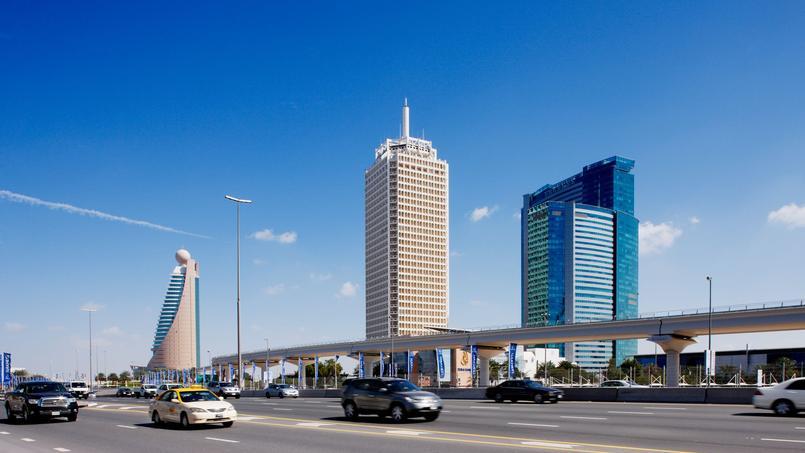 Le Dubaï World Trade Centre construit en 1979 est l'une de ces tours «historiques», la plus haute de la ville jusqu'en 1999.