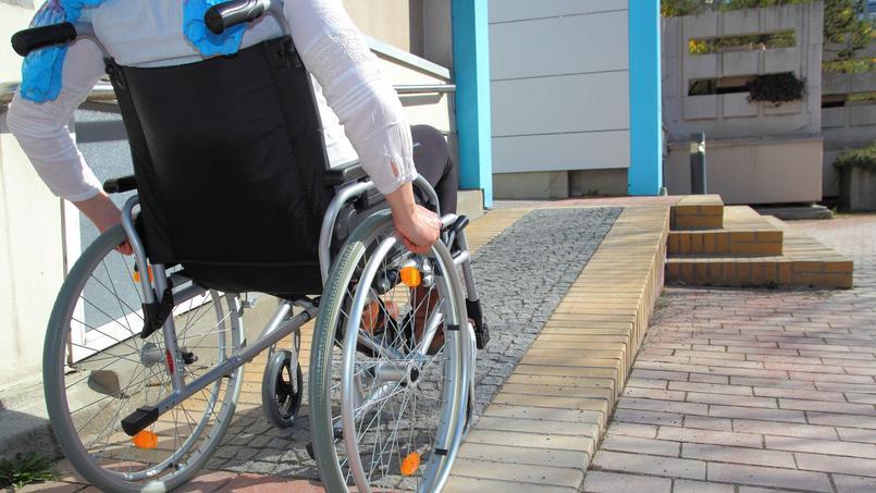 La loi logement prévoit le passage du nombre de logements neufs accessibles aux personnes à mobilité réduite de 100% à 10% (photo d'illustration)