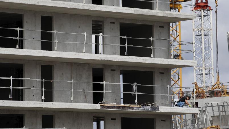 La loi logement comprend un volet qui prévoit la mise en œuve d'outils pour dynamiser la construction de logements à moindre coût.