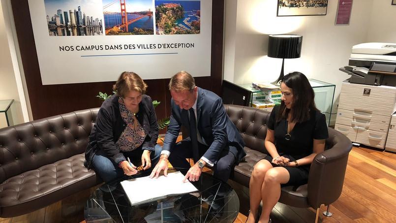Les directeurs de l'ESCE et du Lycée international Montessori Athéna ont signé leur partenariat le 10 septembre.