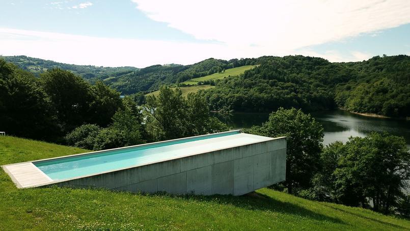 Une réalisation peu courante (de 16,5m x 5m pour une profondeur de 1,5m), saluée par un trophée d'or dans la catégorie «piscine d'exception».