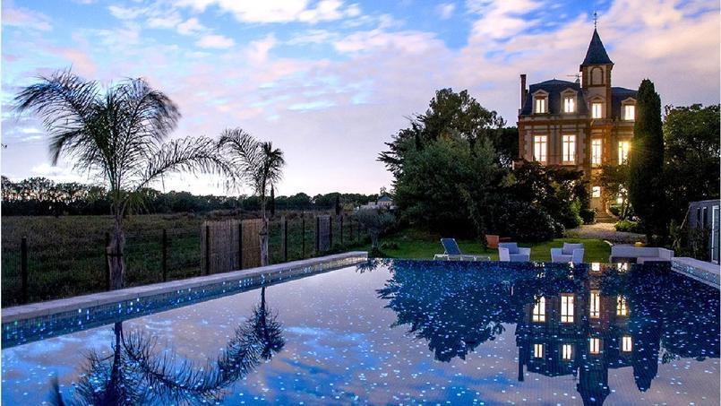 Les émaux de verre de cette piscine de 13,5m x 6,5m ont séduit le jury qui lui a décerné le trophée d'or dans la catégorie «piscine de nuit».