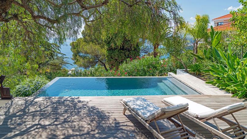 Trophée d'or dans la catégorie «moins de 30 m²» pour cette piscine de 6,1m x 3,1m.