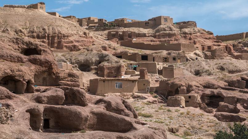 Habitations troglodytiques de la région de Bamiyan, en Afghanistan.