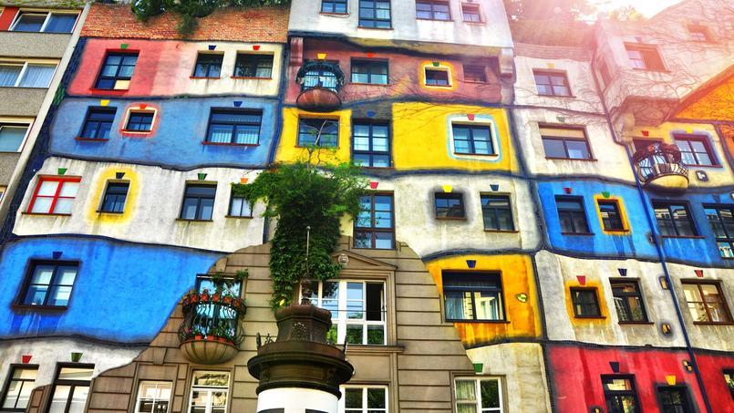 Connu sous le nom de Hundertwasser Haus ou Öko Haus, cet ensemble à l'architecture audacieuse date des années 1980 et accueille 50 logements sociaux.