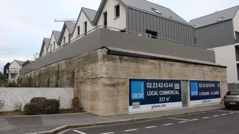 Le bâtiment appartient à l'ensemble immobilier «Les terrasses du Rocher» depuis le début des années 2000