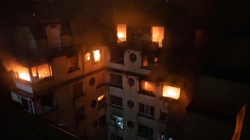 Une cinquantaine de personnes aurait été évacuée à la suite d'un violent incendie dans le XVIe arrondissement de Paris.