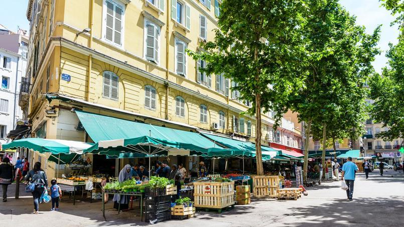 Un marché de fruits et légumes au cœur du quartier de Noailles