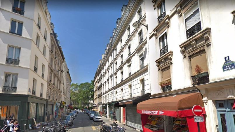 En vous logeant rue Boulle (XIe), vous serez à moins de 15 minutes du lycée Victor Hugo et pouvez espérer une décote de 19% par rapport au prix moyen du quartier autour du lycée (à moins de 15 minutes à pied).