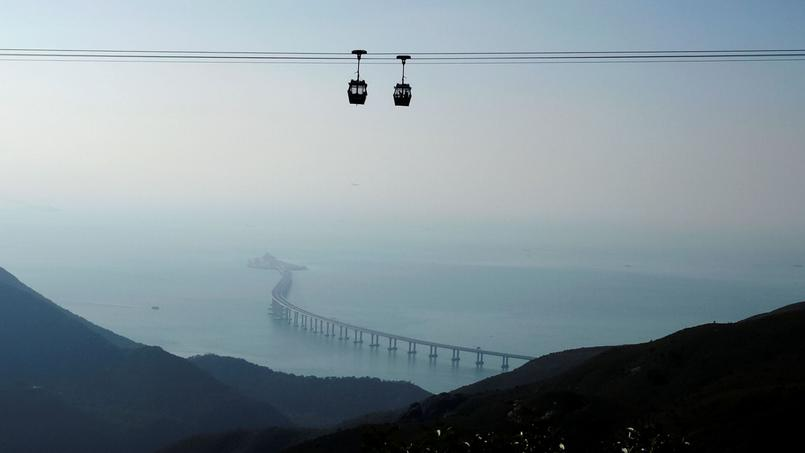 Le projet ce ferait en bordure de l'île de Lantau (notre photo) qui accueille déjà le plus long pont maritime du monde, qui relie Hong Kong, Macao et la Chine continentale.