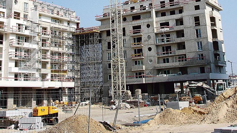 Cette assurance est obligatoire pour toute construction neuve ou réhabilitation lourde, avant même le début du chantier.