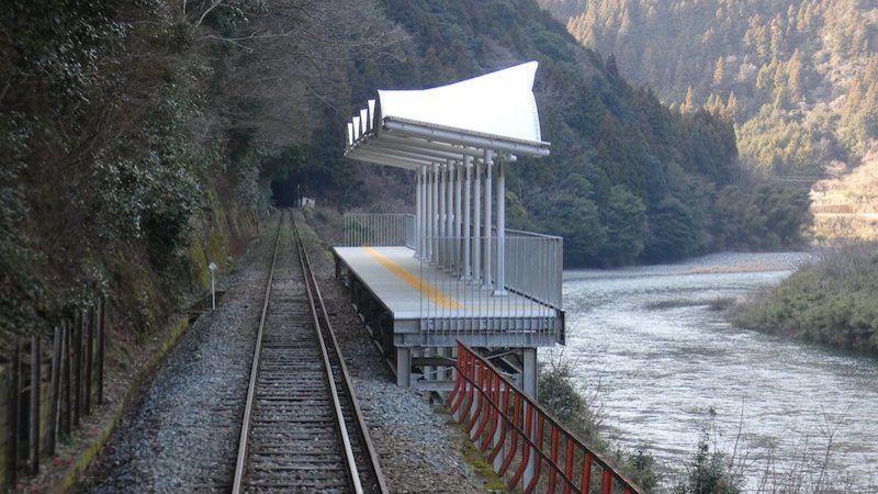 La gare «Seiryu Miharashi Eki» au Japon