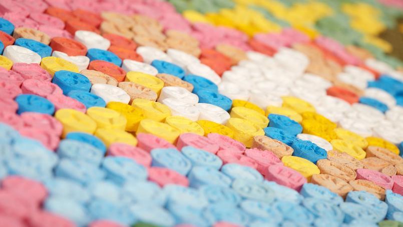 Un professeur faisait illégalement fabriquer de l'ecstasy à ses élèves — Japon