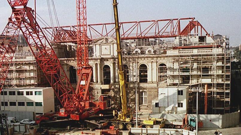 PARLEMENT-RECONSTRUCTION
