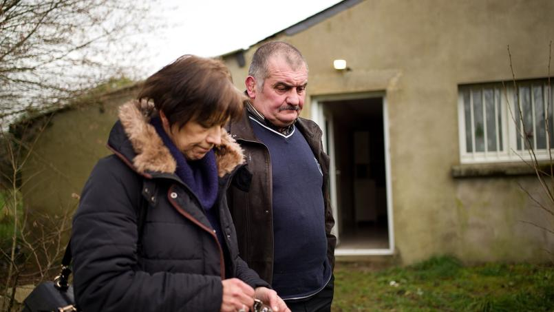 Guy et Béatrice Lamisse devant leur propriété (photo d'archives de janvier 2016).