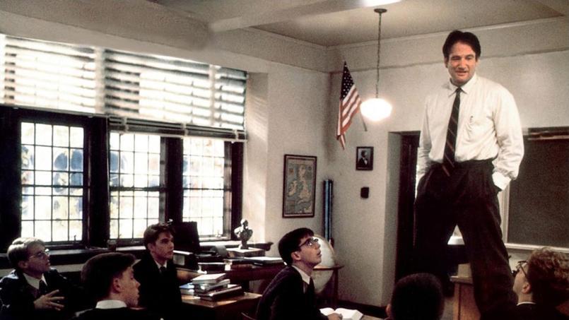 Dans «Le Cercle des poètes disarus», le professeur Keating bouleverse ses élèves avec des cours très originaux.