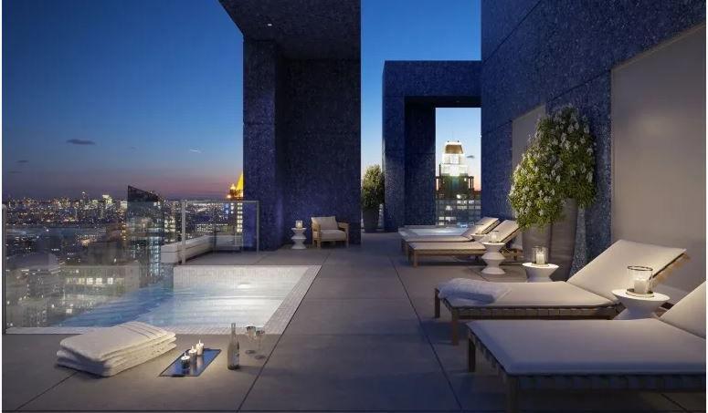 Cet appartement s'étend sur cinq étages dans une tour au cœur de Manhattan