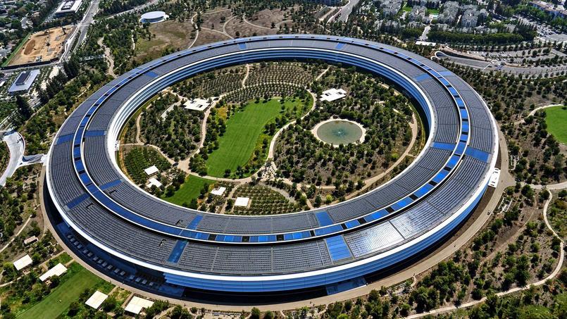 Les murs sont constitués des plus grands panneaux de verres courbes au monde, selon Apple.