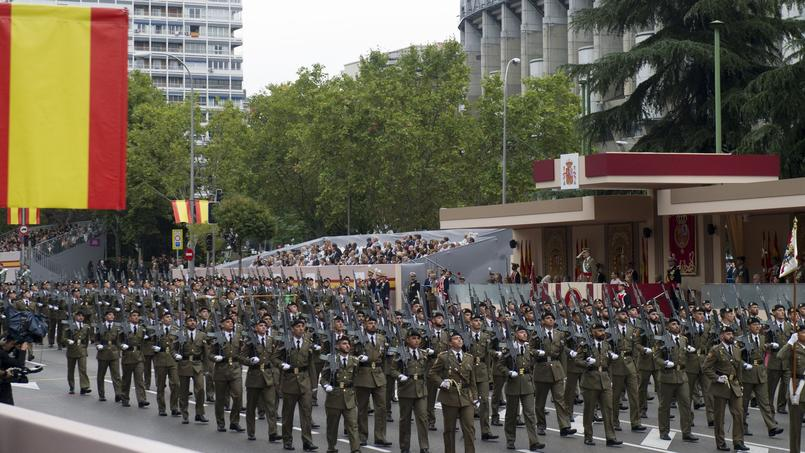 SPAIN-NATIONAL-DAY-MILITARY-ROYALS
