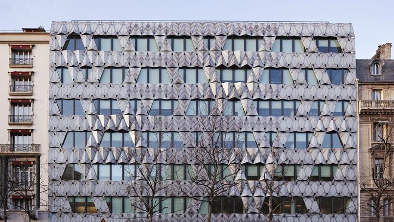 La façade de l'immeuble Origami, réalisé par l'architecte Manuelle Gautrand, sur l'avenue de Friedland, à Paris.