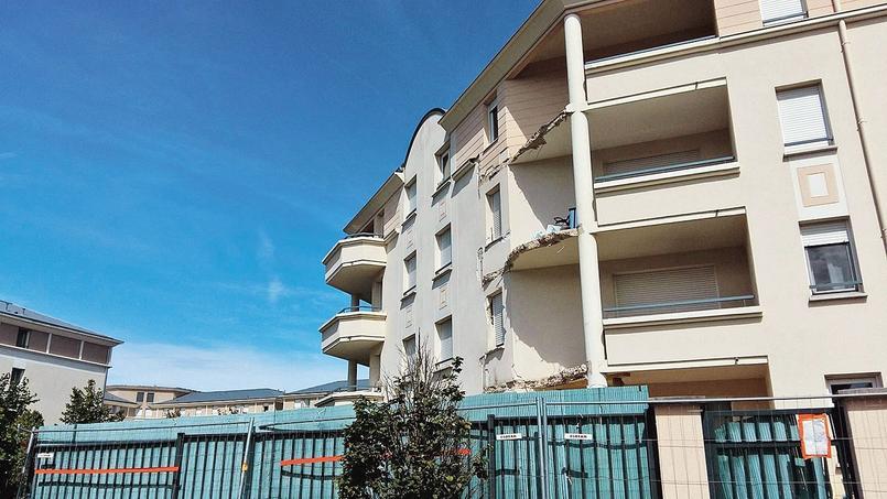 En 2016, à Villeneuve Saint-Georges, l'effondrement d'un balcon en avait entraîné deux autres dans sa chute, sans faire de blessés.
