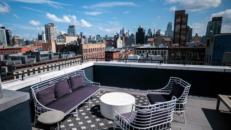Le toit-terrasse d'un immeuble du quartier branché du Lower East Side à New York