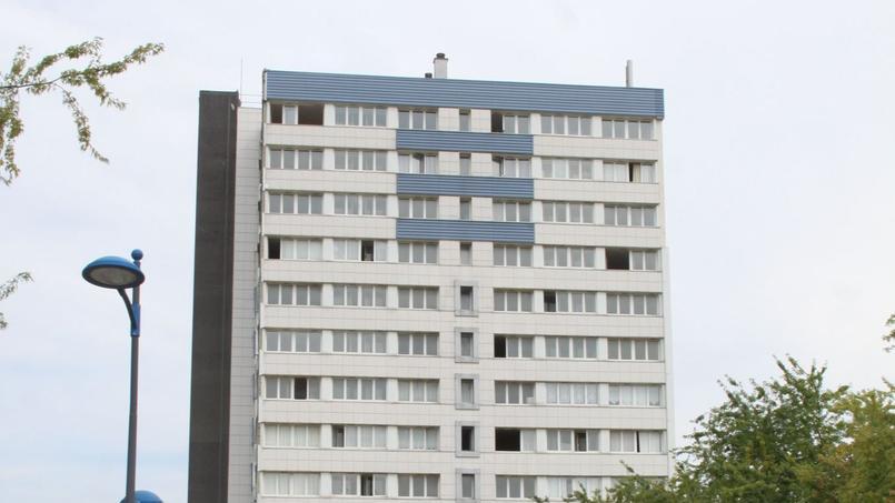 La tour HLM des Frênes construite dans les années 70