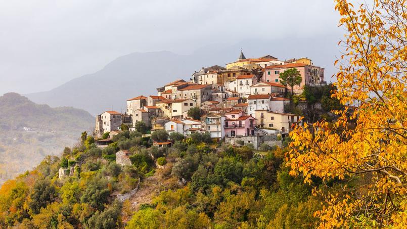 Vue du village pittoresque de Colli al Volturno.
