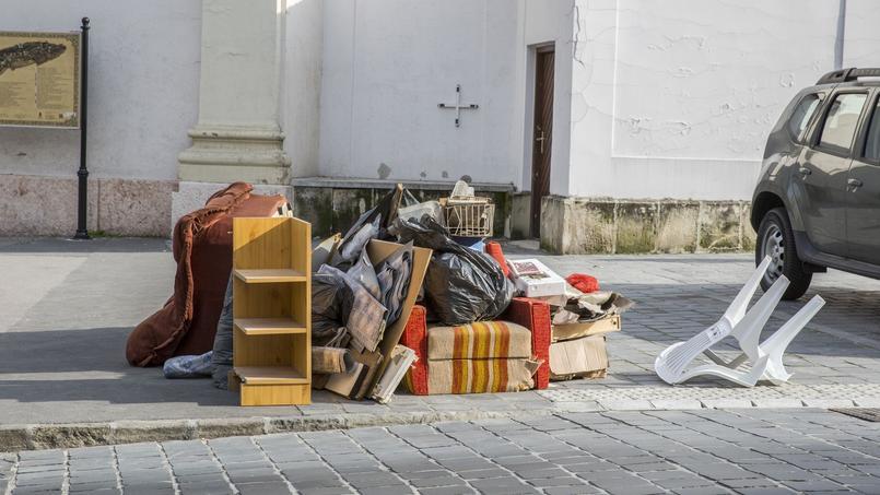 Parmi les invicilités ou délits que pourront sanctionner les gardiens, les débris laissés hors des emplacements autorisés.