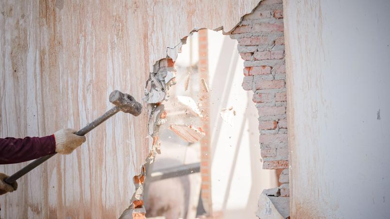 Si un locataire cause des troubles graves dans un immeuble et que le propriétaire ne réagit pas pour y mettre fin, ce dernier risque gros.