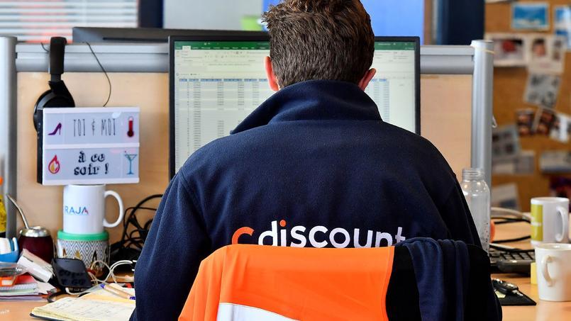 Un employé de Cdiscount dans les locaux de Cesta, près de Bordeaux.