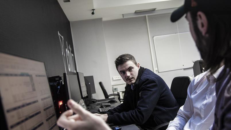 Des étudiants au travail dans les locaux de Gaming Campus.