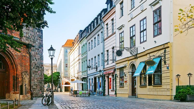 Berlin va plus loin que Paris qui a plafonné les loyers: la capitale allemande a décidé de les geler.