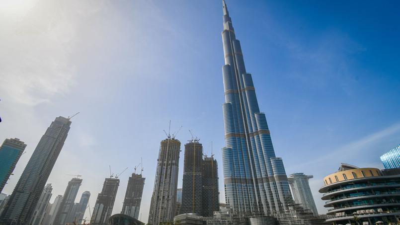 En haut de Burj Khalifa, la plus haute tour du monde, le temps doit donc s'écouler encore plus vite qu'en haut de la tour radio de Tokyo ou a été menée l'expérience.